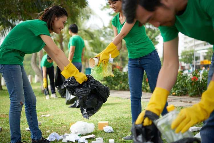 Volunteering GettyImages-641962638.jpg