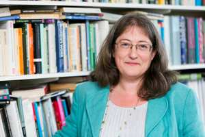 English Research Professor Diana Wallace_3555.jpg