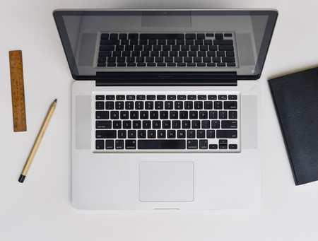 apple-desk-laptop-5363.jpg
